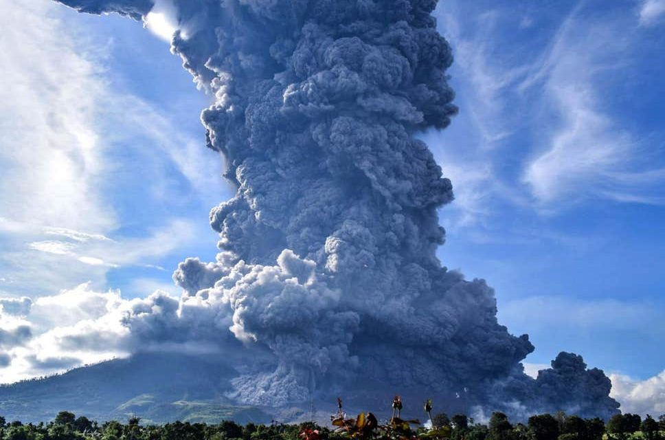 DEVELOPING: Volcanic eruption prompts panic in Indonesia