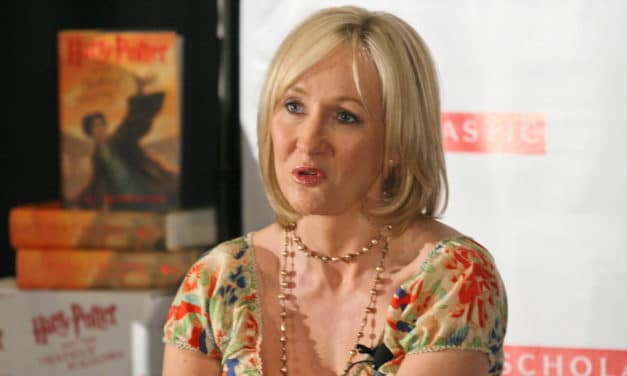 LGBTQ Members Rebuke J.K. Rowling for Defending Worker Fired for Saying 'Men Cannot Change Into Women'