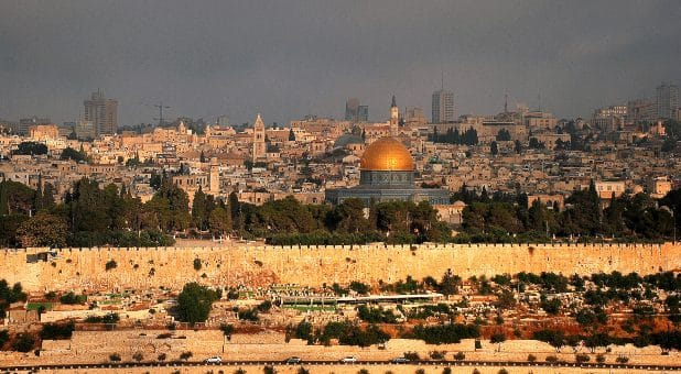 Jewish Worshippers Praying on Temple Mount for First Time in Decades