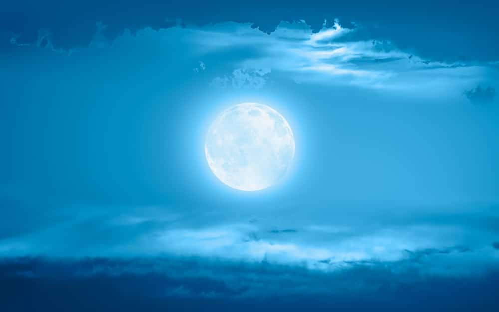 """There Will Be A Rare """"Blue Moon"""" Just 3 Days Before The U.S. Presidential Election"""