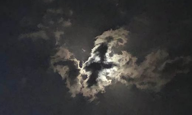 """Cross Appears in Sky Above Jerusalem, Many Claim """"Sign of Soon Return of Christ"""""""
