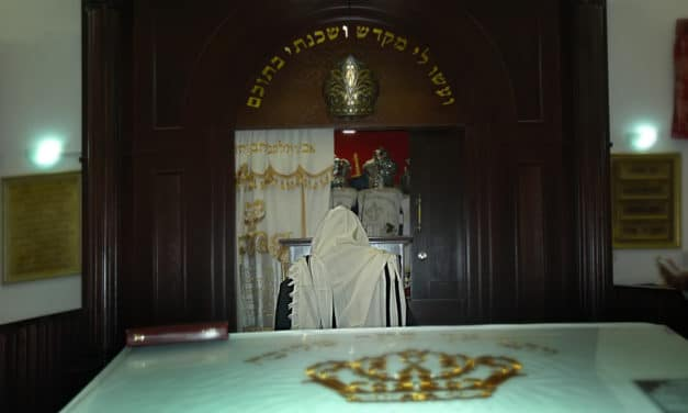 """Israel's top Rabbi claims he is communicating with the """"Messiah"""" himself"""