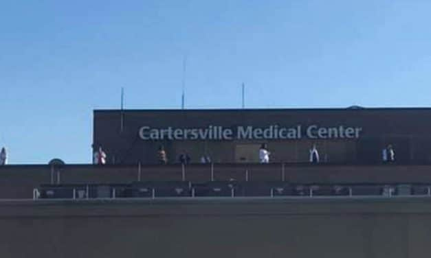 Christians Surround GA Hospital with Prayer and Worship as Grateful Workers Stand on Rooftop