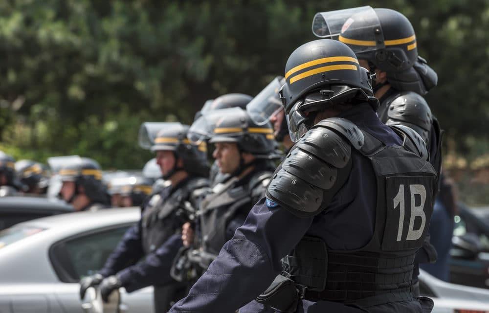 France to deploy 100,000 police to enforce coronavirus lockdown