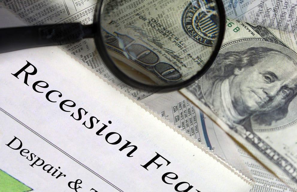Ultra-Wealthy Stockpiling Cash as U.S. Economy Fears Grow