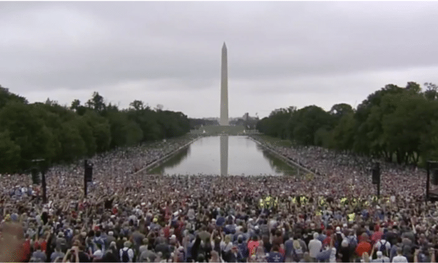Tens of Thousands of Christians Gather to Pray, Worship in DC
