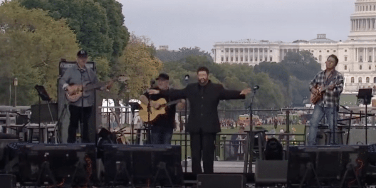 Jonathan Cahn Delivers Powerful and Sobering Prophetic Message to Trumpet 'The Return'