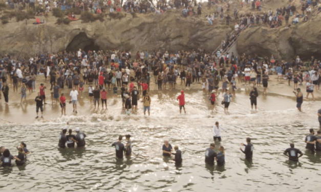California Sees Nearly 1,000 People Baptized on Beach During 'Spiritual Revival'
