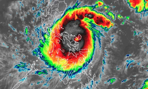 """Super Typhoon """"Goni"""" strikes the Philippines as the strongest storm of the year with 140 mph winds"""