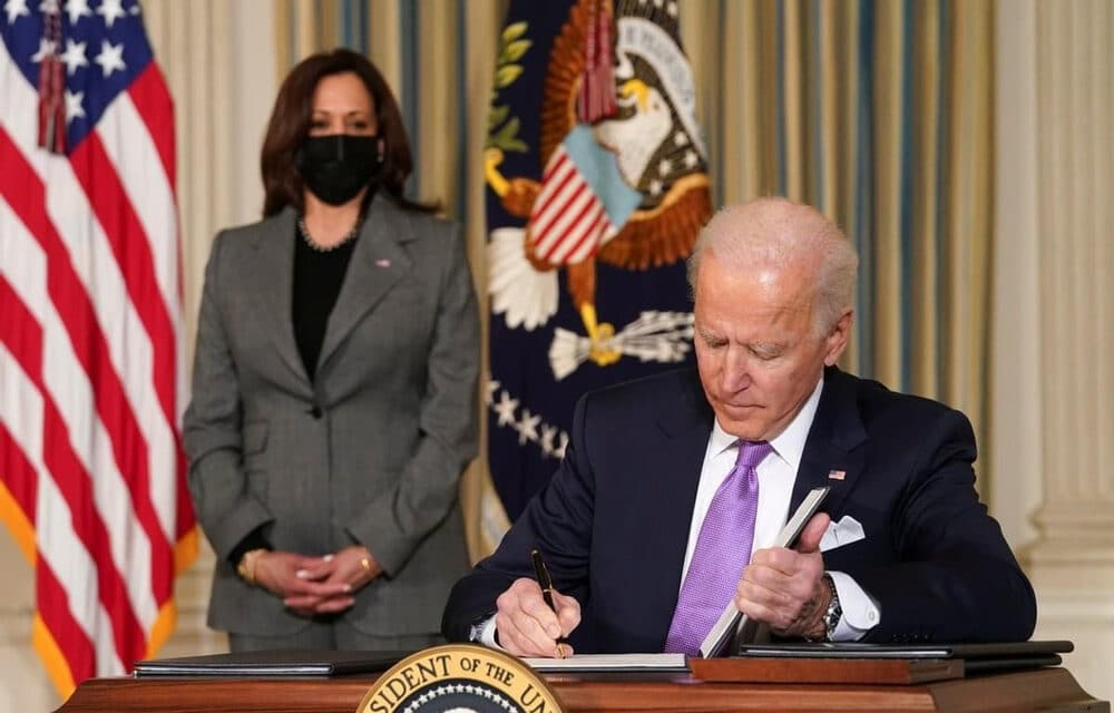 """Biden unleashes sanctions against Russia and expels diplomats from the US for """"election interference"""""""