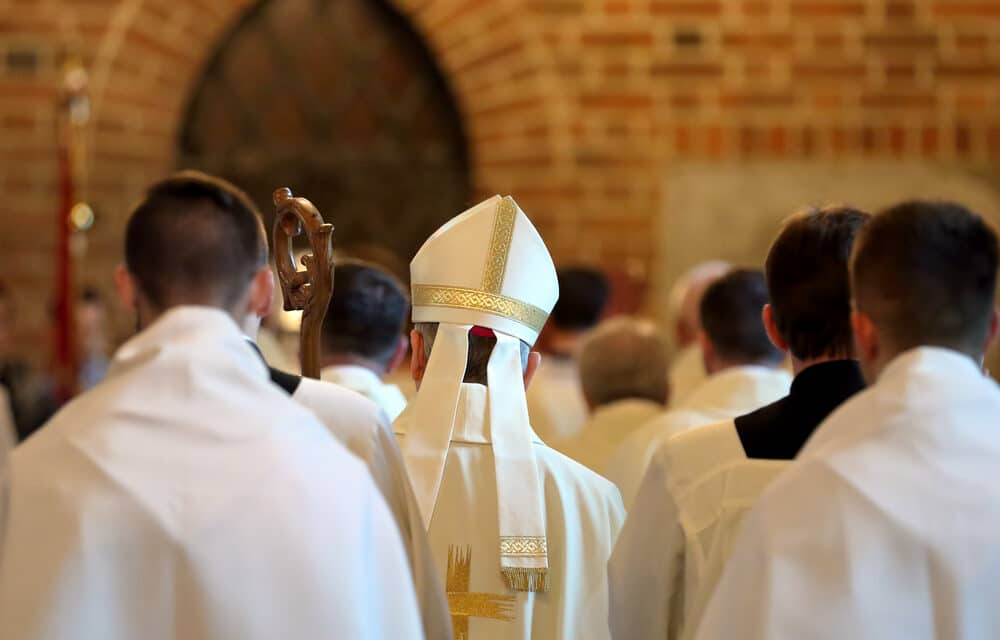 Catholic priests defy Pope Francis, Begin public blessings of gay couples