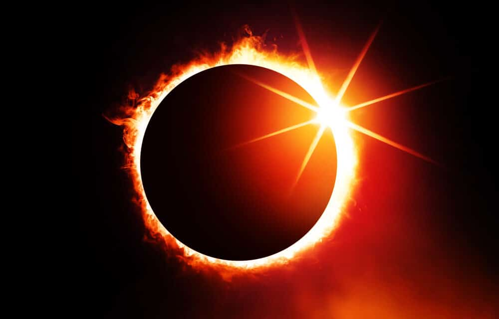 """Super Blood Moon and Ring Of Fire Eclipse will appear tomorrow and some warn it is a """"HARBINGER"""""""
