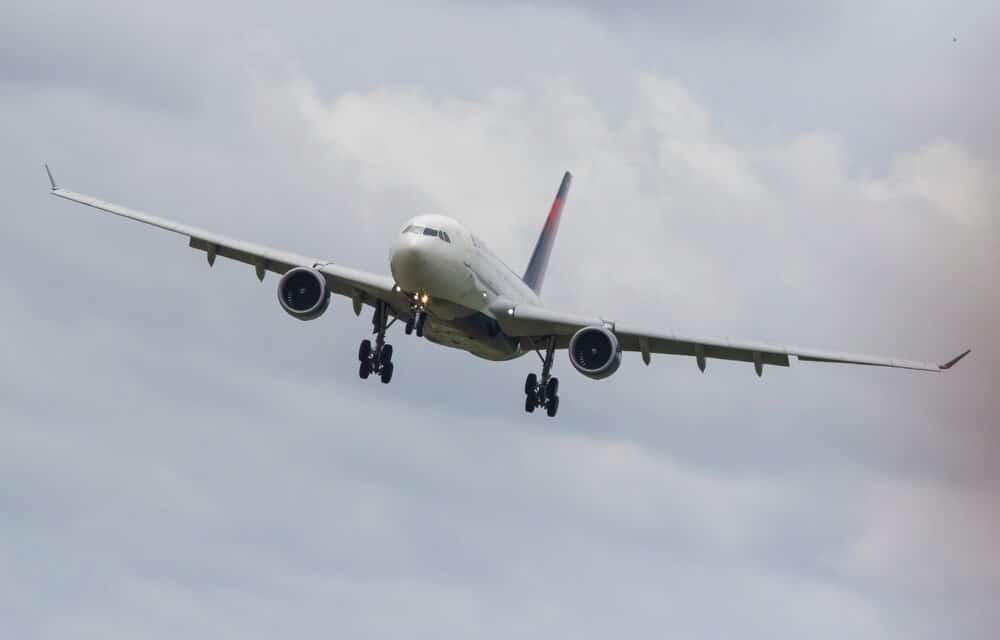 Passenger tries to breach cockpit of Nashville-Bound plane