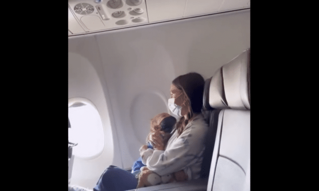 """(VIDEO) Maskless toddler with asthma booted off American Airlines flight for violating """"mask mandate"""""""